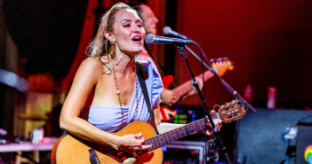 Anuhea's 10-Year Anniversary Concert Packs People's Theatre